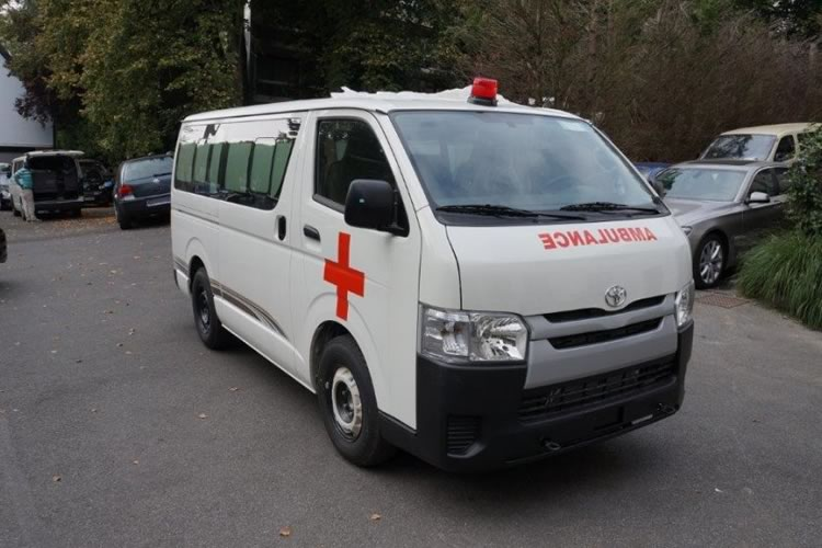 Toyota Hiace converted into an ambulance for Africa - pics 1