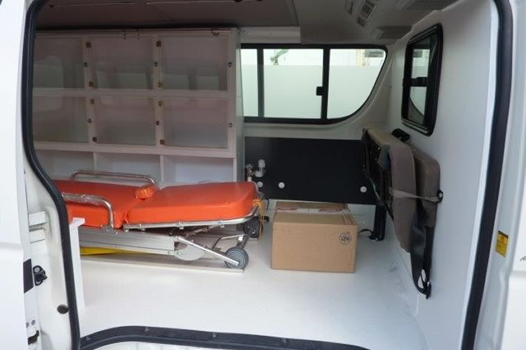 Toyota Hiace converted into an ambulance for Africa - pics 2