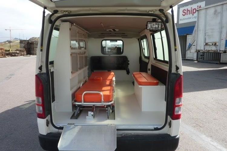 Toyota Hiace converted into an ambulance for Africa - pics 3