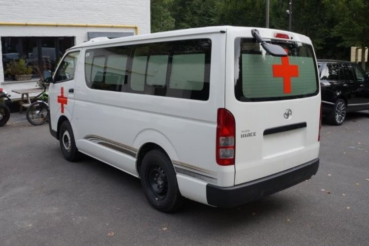 Toyota Hiace converted into an ambulance for Africa - pics 4