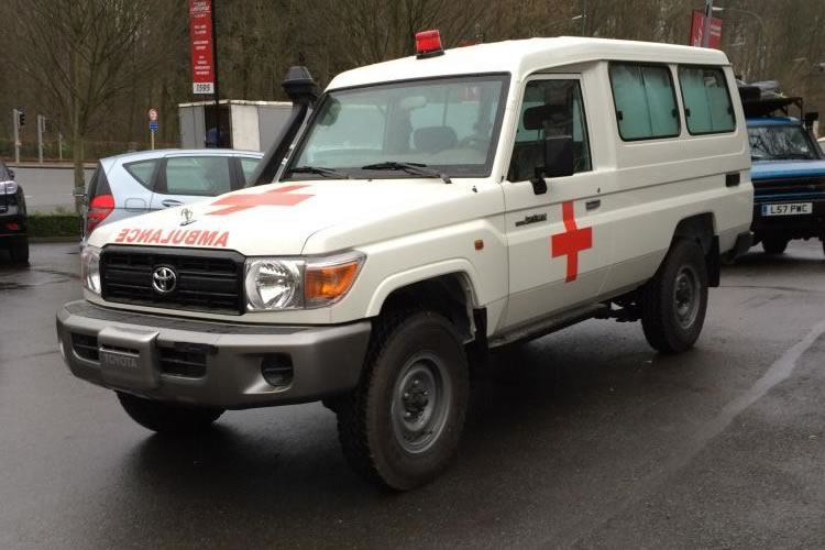 Toyota Land Cruiser 78 transformed into an Ambulance for Africa - pics 1