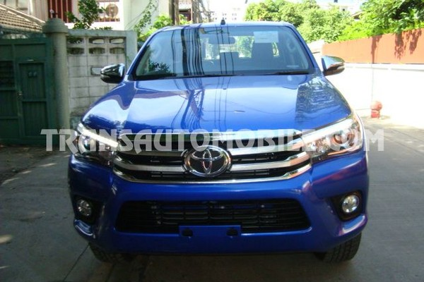 Toyota hilux / revo pick-up double cabin 2.8l turbo diesel automatique rhd