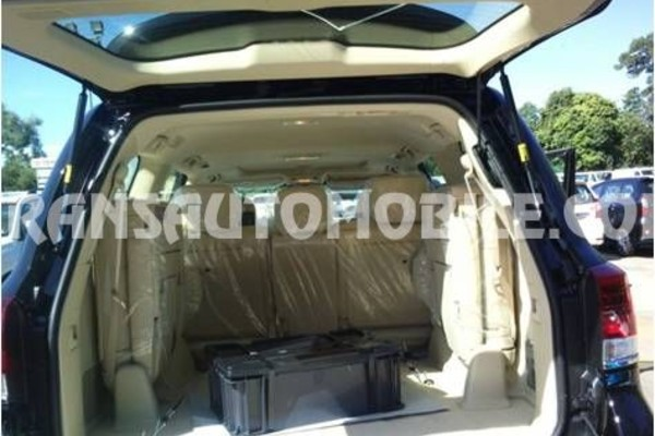 Toyota land cruiser 200 v8 station wagon vx premium 4.5l turbo diesel automatique rhd