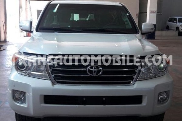 Toyota land cruiser 200 v8 station wagon exr 4.6l essence automatique blindé b6