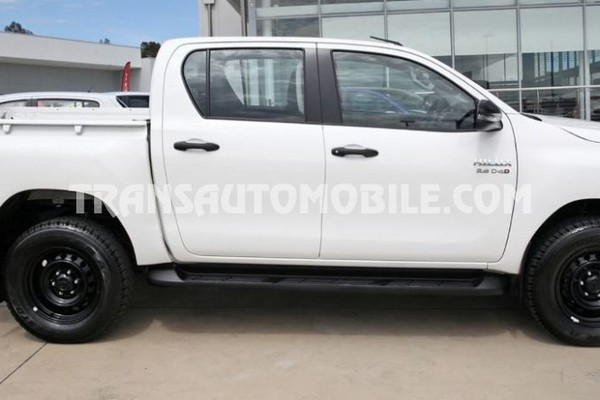 Toyota hilux / revo pick up double cabin 2.8l turbo diesel rhd