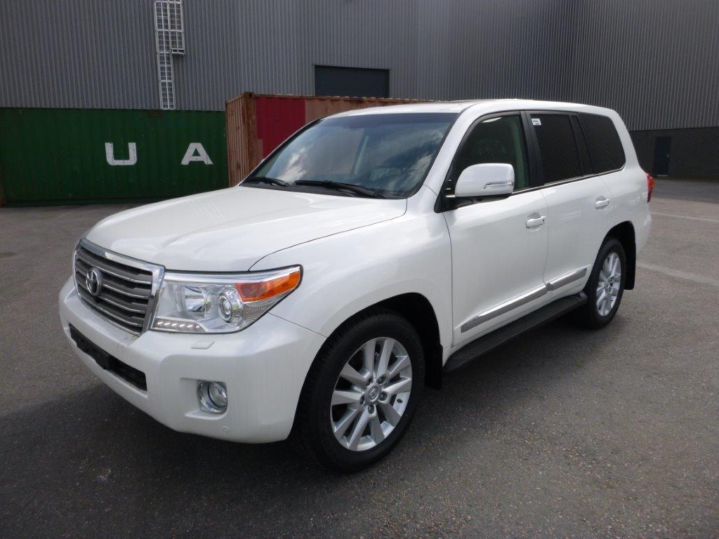 Export TOYOTA Land Cruiser 4x4 200 Station Wagon 4.5L V8 PREMIUM 5 SEATS/PLACES