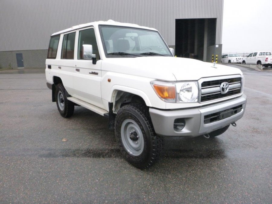 Export TOYOTA Land Cruiser 4x4 76 Station Wagon 4.0L   GRJ 76