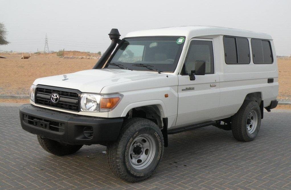 Export TOYOTA Land Cruiser 4x4 78 Metal top 4.2L Diesel blindé/armoured BR6 transport de fond/cash in transit