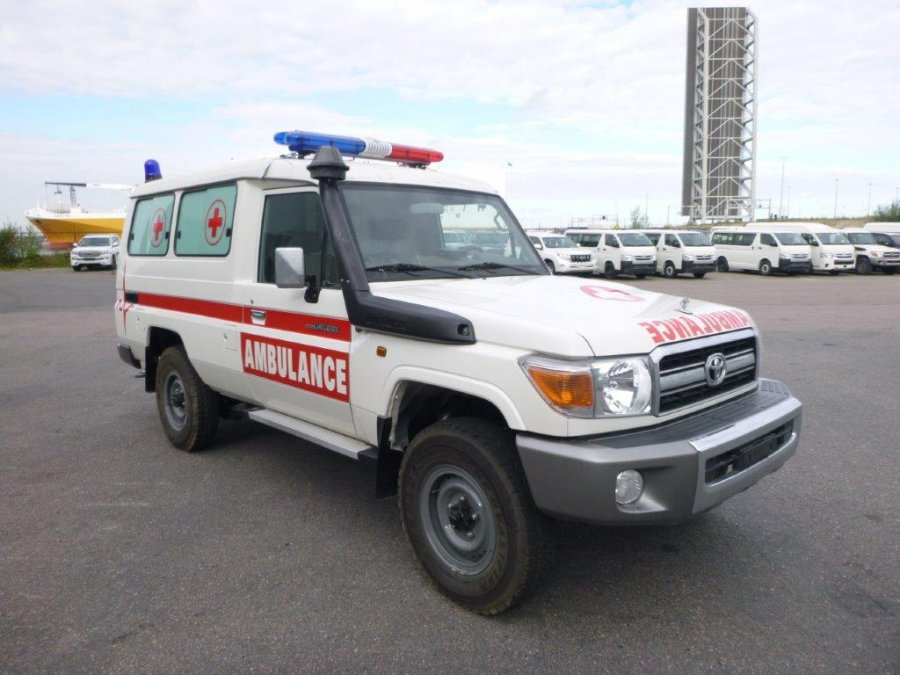 Export TOYOTA Land Cruiser 4x4 78 Metal top 4.2L HZJ 78 Ambulance Medical HZJ 78