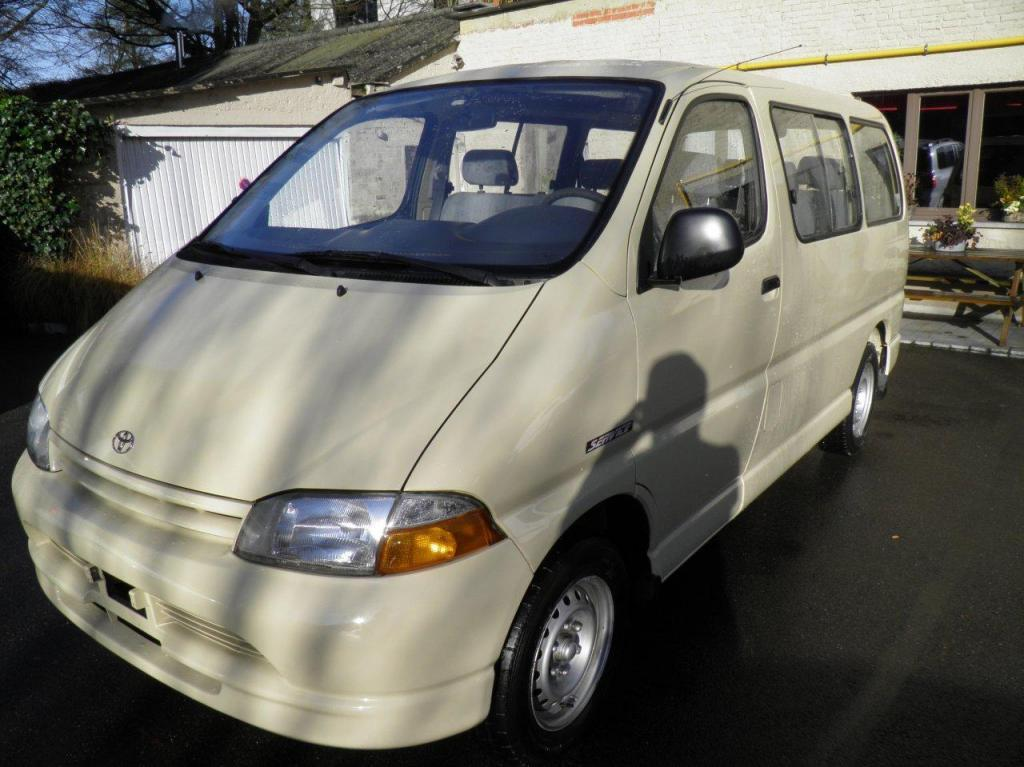 Export TOYOTA Hiace  9 PLACES 2.5L D Service