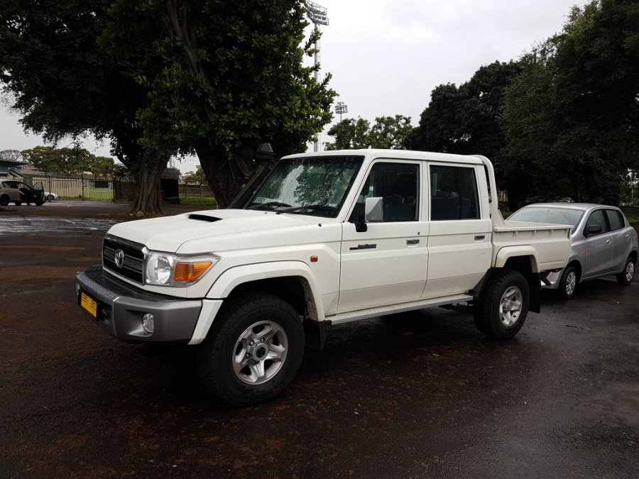 TOYOTA Land Cruiser Pick Up 4x4 79 Pick up 4.5L V8 TD Workmate V8 Workmate