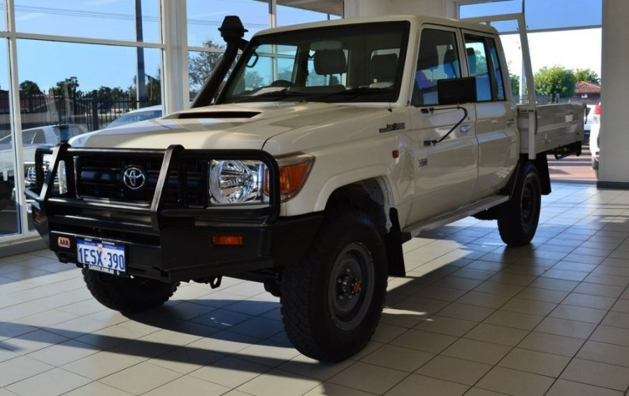 Export TOYOTA Land Cruiser Pick Up 4x4 79 Pick up 4.5L V8 TD Workmate