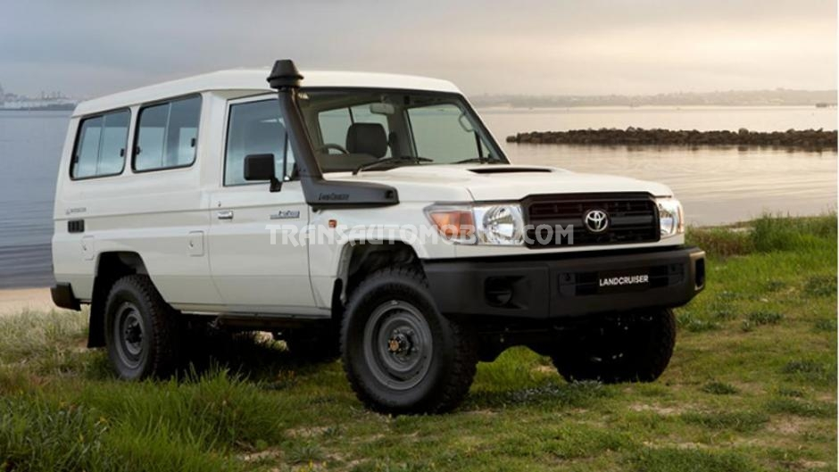 Toyota Land Cruiser 78 Metal top Turbo Diesel V8 Troop Carrier  RHD