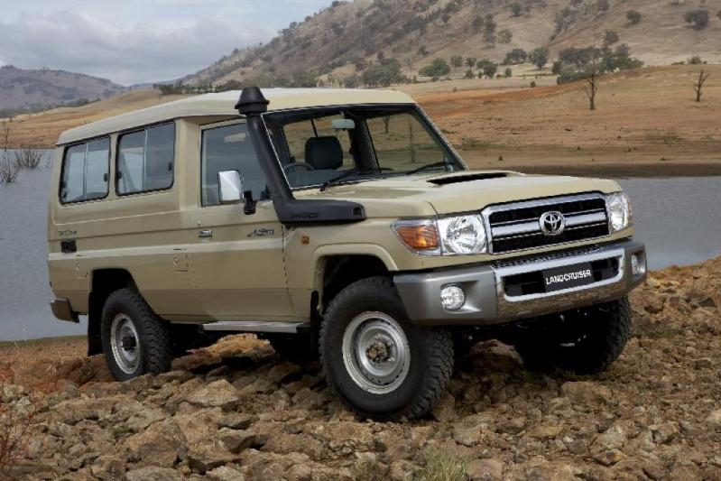 TOYOTA Land Cruiser 4x4 78 Metal top 4.5L V8 TD GXL  V8 Troop Carrier