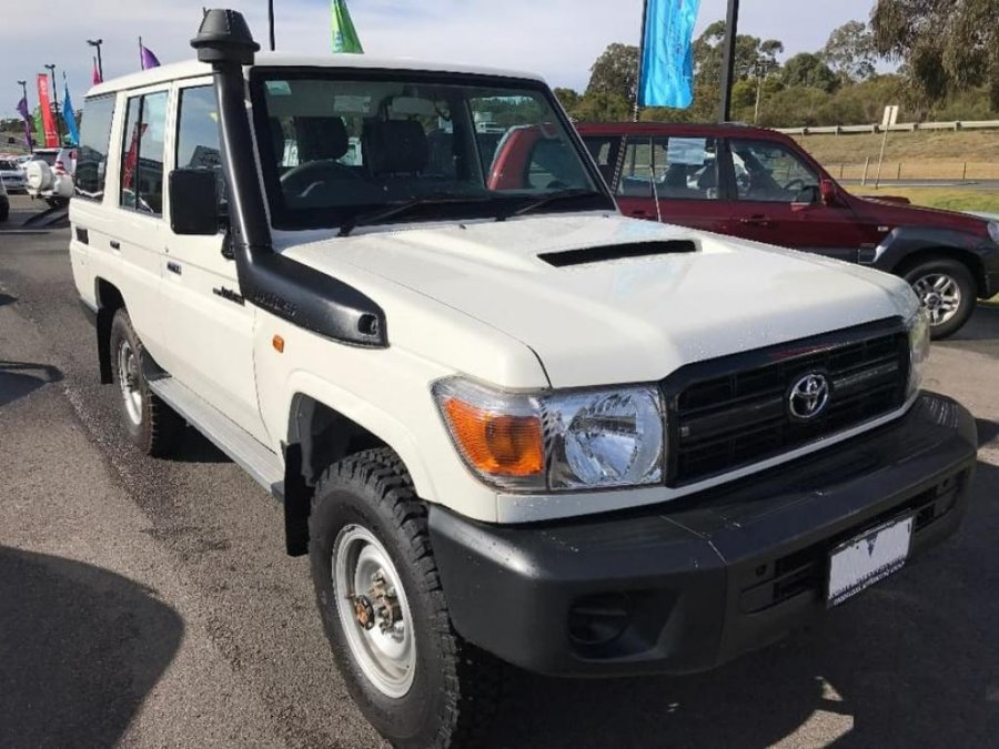 Export TOYOTA Land Cruiser 4x4 76 Station Wagon 4.5L V8 TD Workmate