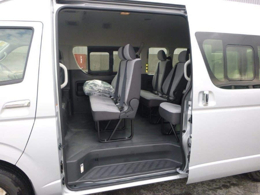 toyota hiace 16 30 places neuf ref 1873. Black Bedroom Furniture Sets. Home Design Ideas