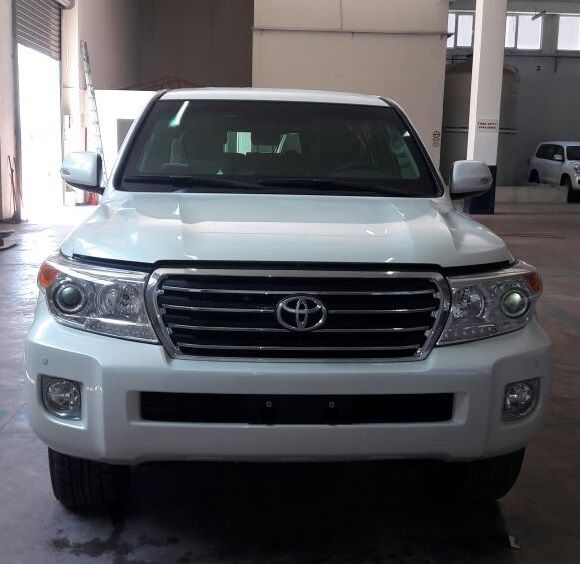 Export TOYOTA Land Cruiser 4x4 200 Station Wagon 4.6L V8 essence/petrol EXR blindé/armoured BR6