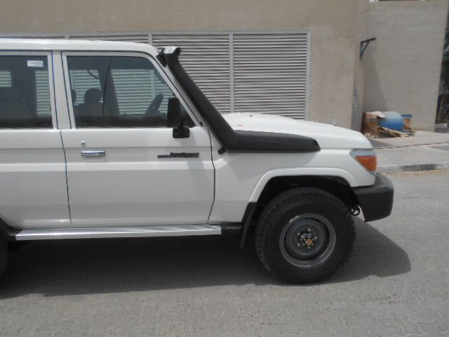 TOYOTA Land Cruiser 4x4 76 Station Wagon 4.2L HZJ 76   HZJ 76