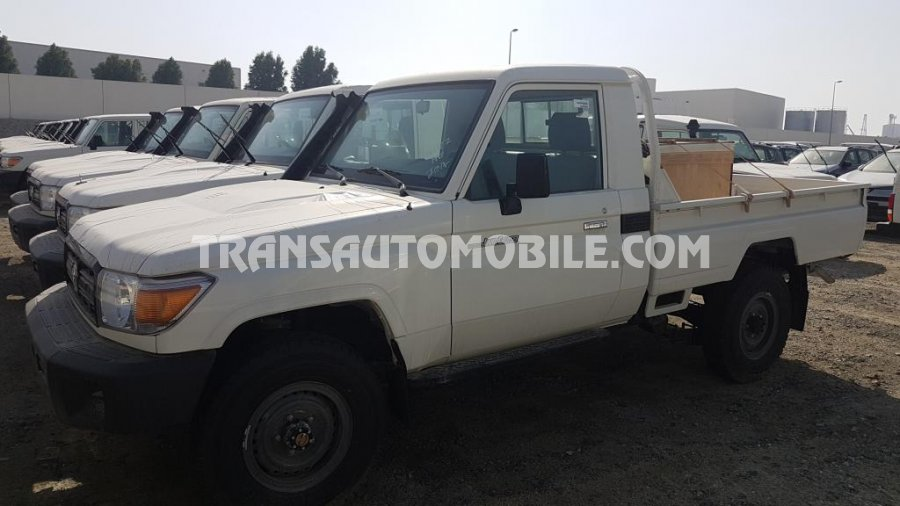 Toyota Land Cruiser 79 Pick up Diesel HZJ 79 SIMPLE CABIN  RHD