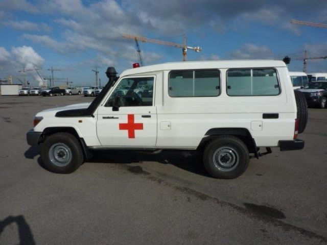 Export TOYOTA Land Cruiser 4x4 78 Metal top 4.2L   HZJ 78 Ambulance HZJ 78