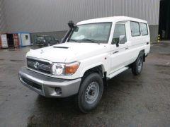 Toyota Land Cruiser 78 Metal top Turbo Diesel VDJ V8