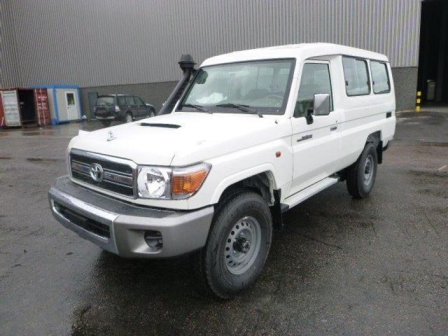 Export TOYOTA Land Cruiser Pick Up 4x4  78 Metal top  VDJ V8