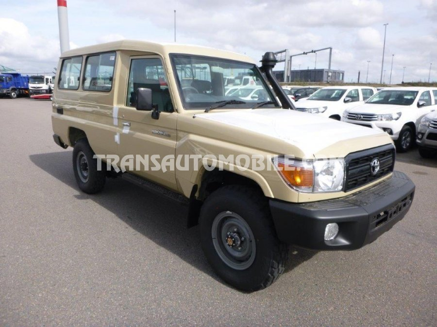 Toyota Land Cruiser 78 Metal top Gasolina GRJ78  RHD