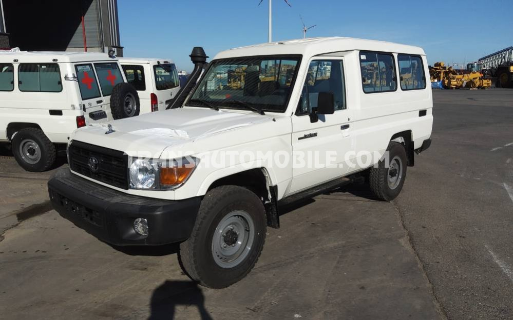 Toyota Land Cruiser 78 Metal top Diesel HZJ 78