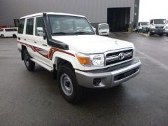 Toyota Land Cruiser 76 Station Wagon HZJ 76  Nuevo
