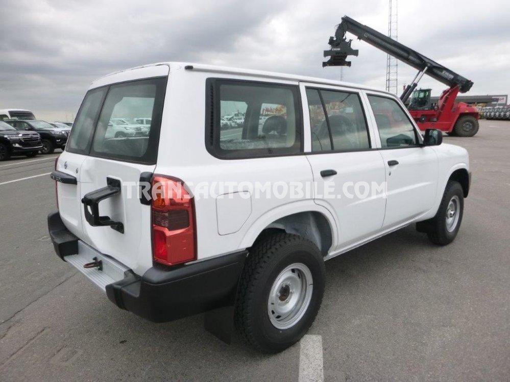 price nissan patrol y61 turbo diesel nissan africa export 2415. Black Bedroom Furniture Sets. Home Design Ideas