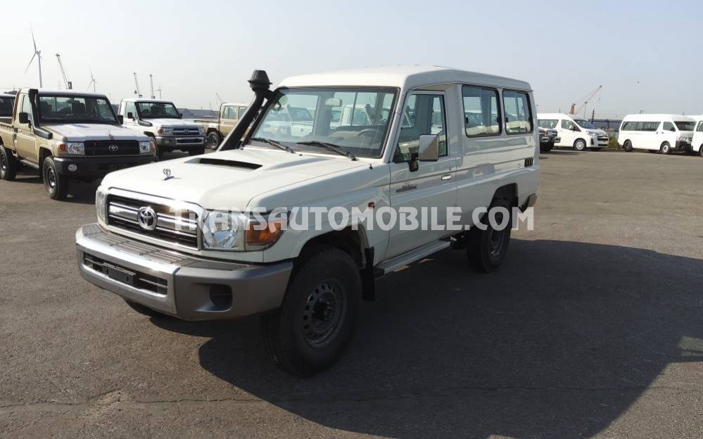 Toyota Land Cruiser 78 Metal top Gasóleo VDJ V8