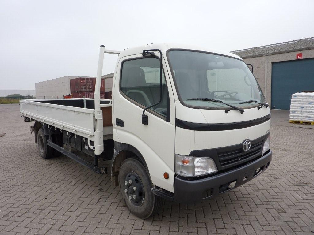 Export TOYOTA Dyna Light truck  500 4.0L TD Flatbed