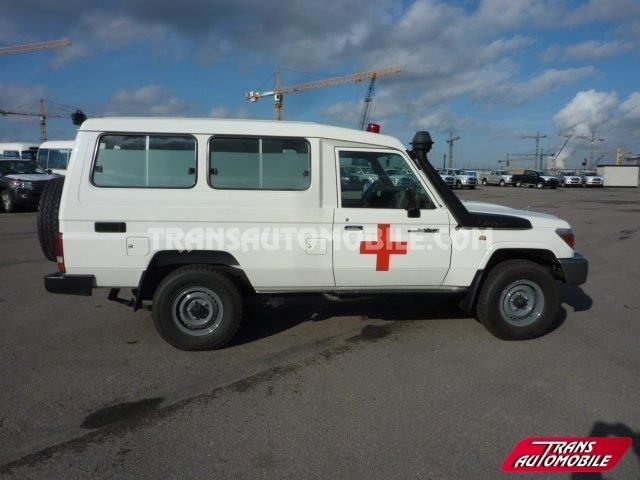 fe67518ba120b2 Import   export Toyota Toyota Land Cruiser 78 Metal top Diesel HZJ 78  Ambulance - Afrique