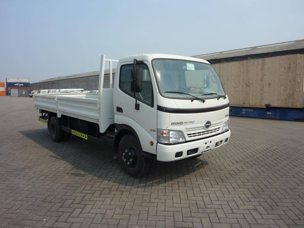 Export TOYOTA Hino Light truck   4.5L  8.5 T Flatbed
