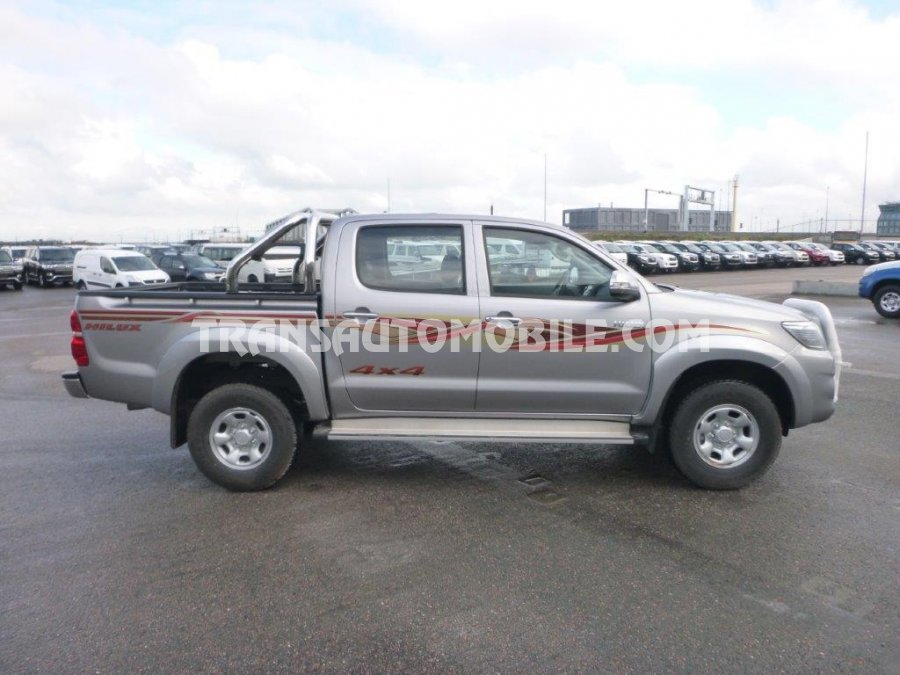toyota hilux 4x4 double cabine 2 5 4x4 interieur autos post. Black Bedroom Furniture Sets. Home Design Ideas
